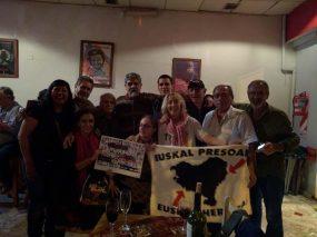 Abraço fraternal entre Brasil, Argentina e Euskal Herria, recordando aos lutadores assassinados no Brasil e aos presos e presas vascas de hoje