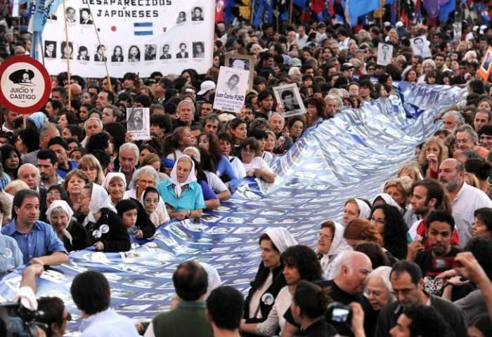 passeata-de-24-de-marc3a7o-em-memc3b3ria-das-vc3adtimas-da-ditadura-da-argentina